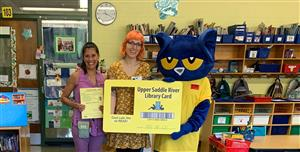 Pete the Cat visits Reynolds School